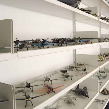 vitsoe-shelves-display-planes