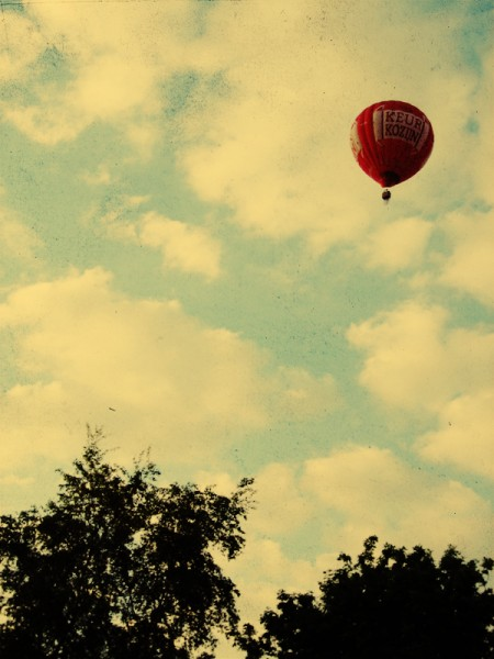 we_fly_balloons_2_by_GoWithTheFlowEnzo